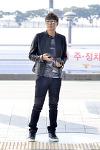 연정훈, 가죽 재킷으로 한껏 멋낸 공항패션