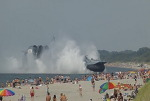 피서객을 덮친(?) 러시아 대형공기부양정(동영상)