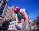 동심파괴! 공룡 바니(Barney) 초대형 풍선 인형이 행진 도중 죽어버린 사건.