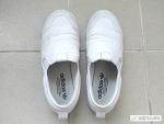 더러워진 흰 신발 뽀얗게 세탁하는 방법