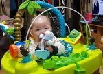 아기애착인형+국민치발기 티니멀스 아기의 눈길을 사로 잡다