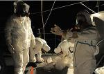 사용후핵연료 저장조에서 일하는 노동자