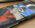 갤럭시 Z 플립과 모토로라 레이저 폴더블 디스플레이 파손과 내구도 논란
