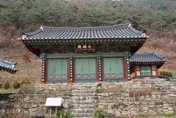 조선시대 불교 건축의 단아함을 엿볼 수 있는 수정사 대웅전