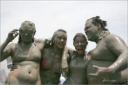 mud속의 어른 아이들..