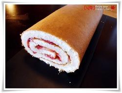 [집에서 쉽게 만드는 롤케이크] 딸기가 메이플 시럽에 퐁당! 딸기 메이플 롤케이크!