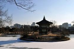아름다운 정원과 누각. 향원정.