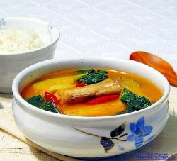 쌀뜻물에 구수하게 끓인 여름철 별미 갈치국.