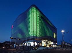 갤러리아 센터시티 : 세계에서 가장 큰 일루미네이트 파사드