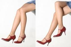 사랑에 빠진 여성 다리에서 티난다.