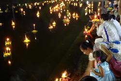 러이끄라통 축제 LOI KRATHONG FESTIVAL