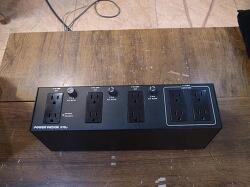 POWER WEDGE 216P 전원 컨디셔너 입니다. (110V 220V모두사용가능)