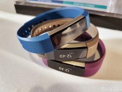 핏비트 알타(Fitbit Alta), 핏비트 블레이즈(Fitbit Blaze) 출시, 땀 흘리지 않는 자, 리뷰도 말라.