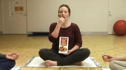 명상으로도 억누를 수 없는 크리스피 커널스를 향한 욕망, 크리스피 커널스(Krispy Kernels) 광고 - '명상(Meditation)'편 [한글자막]