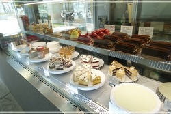 [판교 맛집] 한남동에서 유명한 디저트 맛집, 라스트리트에 있는 부직포컨셉 카페 <옹느세자매(on ne sait jamais)>