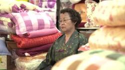 """영화<굿바이 마산>,""""소쿠리 달고 팔아도 바쁜 거라."""" (6) 45년간 수예점 운영한 구봉자씨"""