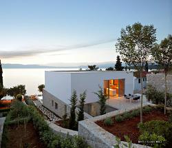 크로아티아 섬안에 만들어진 작고 아담한 아름다운 모던주택