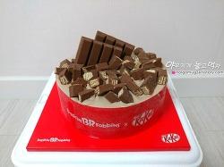 배스킨라빈스 이달의 케이크, 누가봐도 킷캣 케이크~ 초코 가득 아이스 킷캣!!