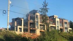 리치몬드힐서 짓고있던 타운하우스 3채 불타
