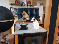 RCA Victor Nipper Dog 니퍼독 들 입니다.