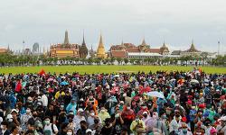 """태국인들 """"주권은 왕실 아닌 국민에 있다"""" 선언"""