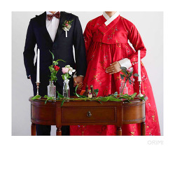 매화가 핀 빨간 양단 저고리와 빨간 양단 치마, 오리미 신부한복