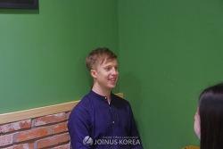 "[Jointerview-셀럽]  ""외국인들이 살기 좋은 한국 사회를 만들고자 노력중인 유쾌한 방송인""_ 줄리안 퀸타르트"