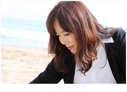 [인물사진] 부산 송정해수욕장 해변에 앉아 - cosmos