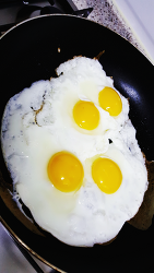 달걀프라이 아침밥에 합체하니 고소하다