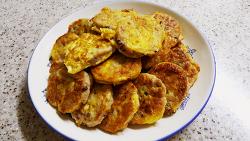 오늘 아침 해물 동그랑땡 한 접시
