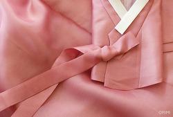 부드러운 분홍 저고리와 치마, 오리미 친정어머니 혼주한복