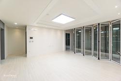 전체화이트톤에 폴딩도어로 포인트를 준 40평대아파트리모델링