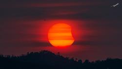 부분일식 Solar eclipse 오늘 서울하늘 석양에서