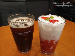 투썸 플레이스 스트로베리 라떼~ 생딸기 시즌 음료 괜찮네요!