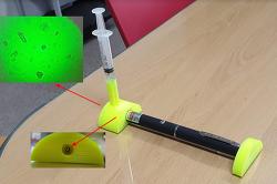 레이저포인터와 주사기를 이용한 초소형 현미경 만들어 관찰하기