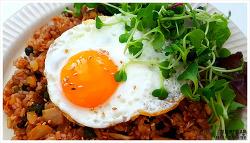 냉동실 찬밥의 변신!! 참치김치 볶음밥 만들기