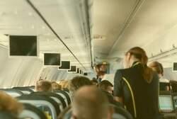 비행기 승무원이 승객에게 숨기는 무서운 비밀.. 소름