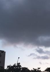 곧 사라질 먹구름.