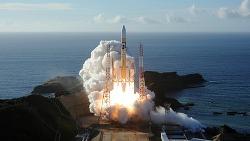 [우주] 한국업체가 닦아준 기반을 발판삼아 두 차례 연기 끝에 성공적으로 발사된 화성 탐사선 아말로 본 UAE의 우주 진출 도전사