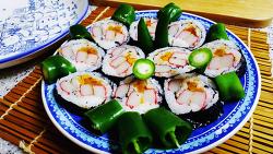 김밥속에 없는 초록 대신 고추