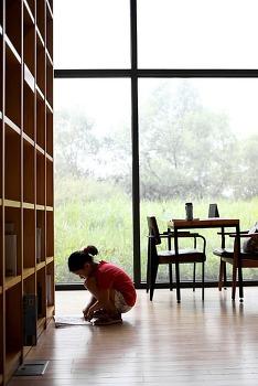 '책 읽는 아이'보다 '책 읽는 부모'가 먼저입니다