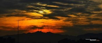 서울 아침에 주는 풍경 태양과 구름사이에