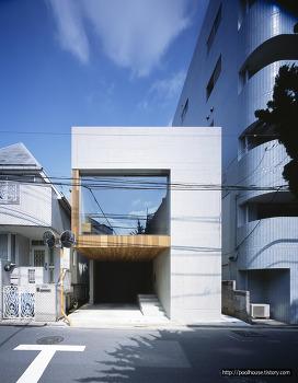 일본 나가노에 위치한 미니멀 도심주택
