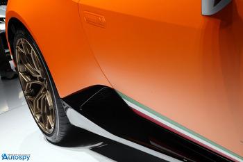 람보르기니, 2017 제네바 모터쇼서 우라칸 퍼포만테 공개