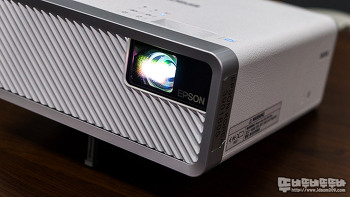 엡손 최초의 레이저 모바일 프로젝터  EF-100W