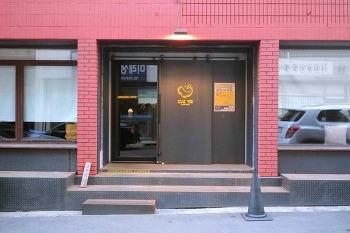 창원 도계동 카페 <앰버그리스 커피>, 어두운 조명의 분위기 좋은 감성 카페