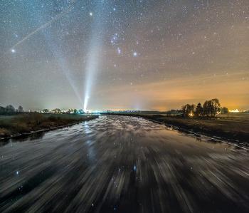 [APOD] 오리온을 향해 흐르는 차가운 강물(2018.11.30.)