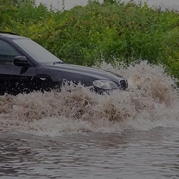여름철 폭우, 홍수로 인한 자동차 침수사고 예방법!