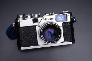 니콘의 마지막 레인지파인더 카메라 Nikon S4.
