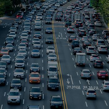 앞차가 너무 답답해도 자제하세요 <도로교통 상황을 악화시키는 앞지르기>